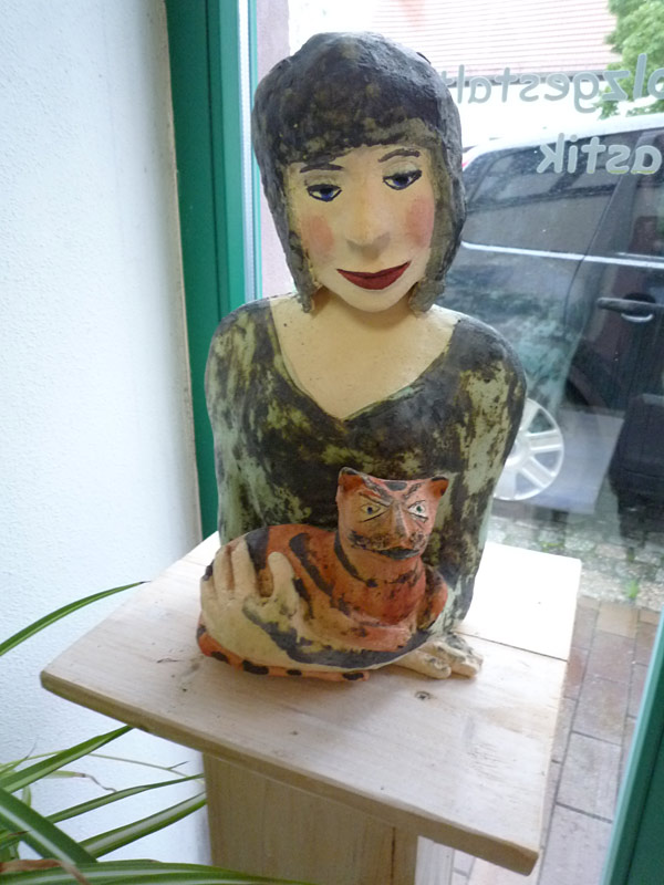 Frau mit Katze 2010